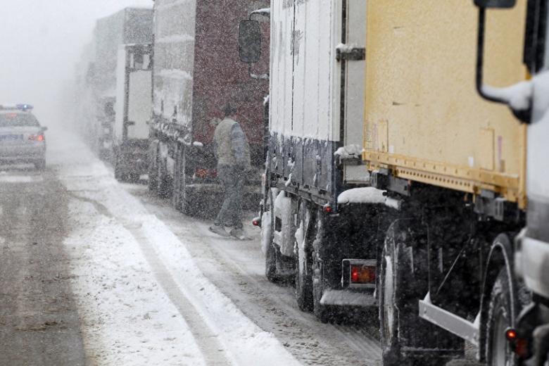 Данной ночью из-за снегопада ограничат заезд фургонов встолицу Украинского государства