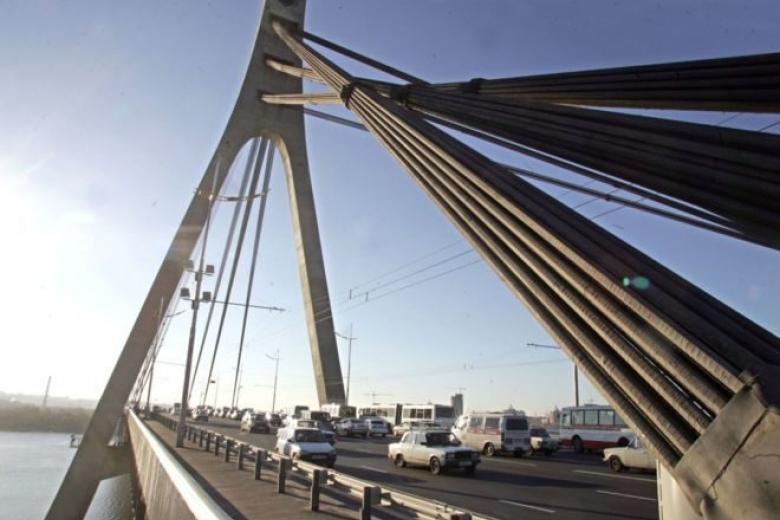 Народные избранники Киевсовета переименовал Московский мост