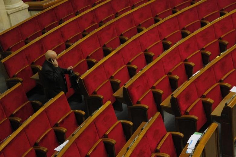 Неменее 50 депутатов пропустили 90% заседаний Верховной Рады