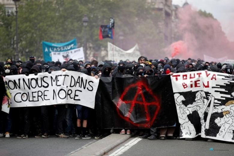 ВоФранции начались многотысячные акции протеста против политики Макрона